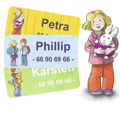 Karsten og Petra navnelapper fra Smartlapper, selvklebende strykefrie navnelapper til barnehage, klær, sfo, skole, drikkeflaske og andre eiendeler