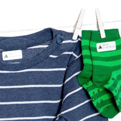 Strykelapper og strykemerker fra Smartlapper, til merking av klær og tekstiler. Perfekt til barnehage. Festes med strykejern, og faller ikke av i vask.