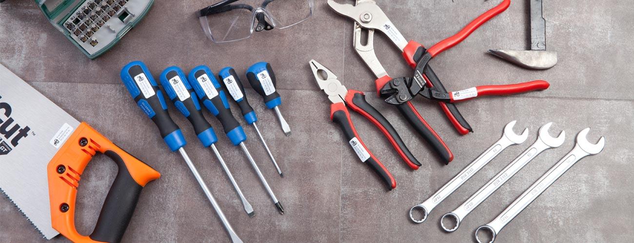 Smarte navnelapper til verktøy. Sett navnelapper på hammer, sak og andre verktøy du ikke vil miste