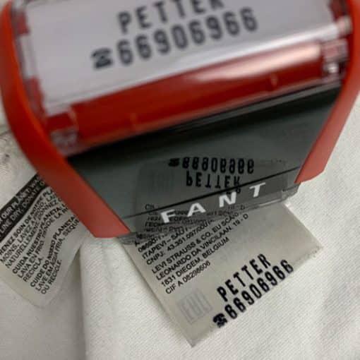 Navnestempel til rask og smart merking av klær og tekstiler
